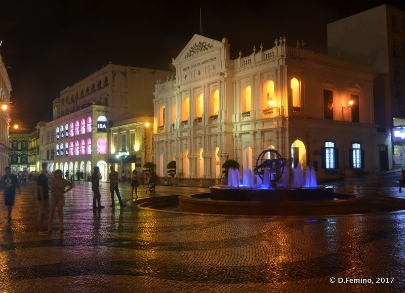 Largo do Senado at night (Macau, 2017)