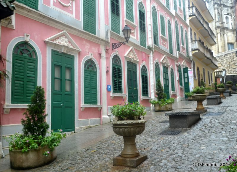 Uphill street (Macau, 2017)