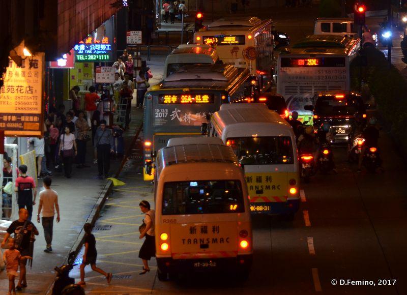 Busy street at night (Macau, 2017)