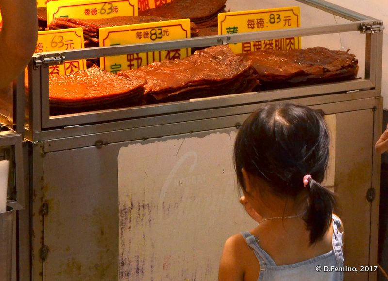 Doubtful facing beef jerky (Macau, 2017)