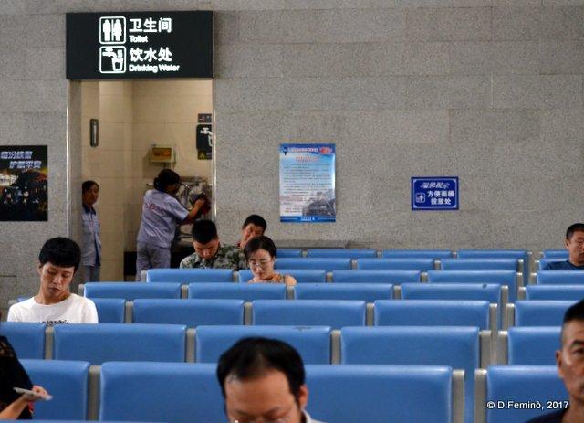 Waiting room (Pingyao station, China, 2017)