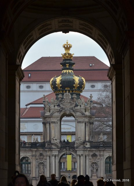 Through the arch (Dresden, Germany, 2016)