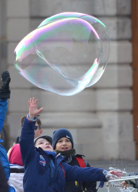 Children and bubbles (Dresden, Germany, 2016)