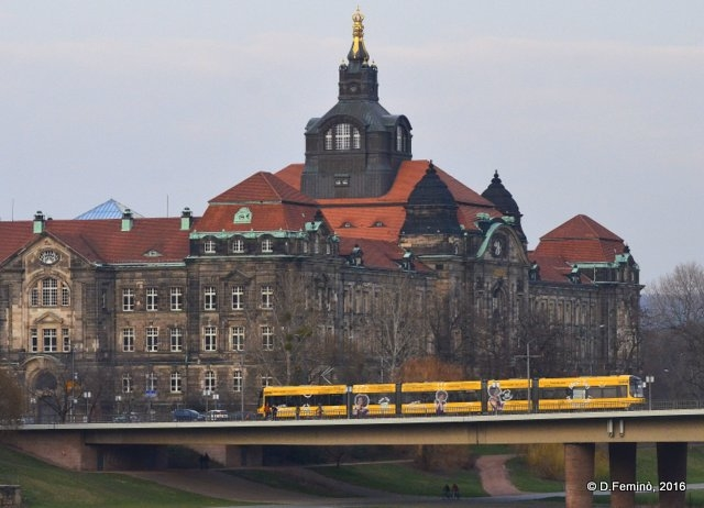 Tram on a bridge (Dresden, Germany, 2016)