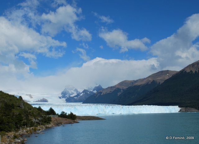 Blue sky breaks the clouds (Perito Moreno, Argentina, 2009)