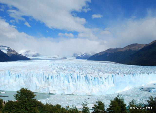 An expanse of ice (Perito Moreno, Argentina, 2009)