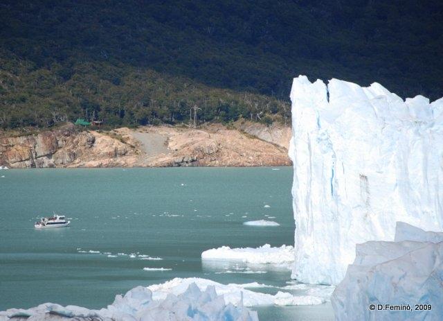 Imposing glacier (Perito Moreno, Argentina, 2009)