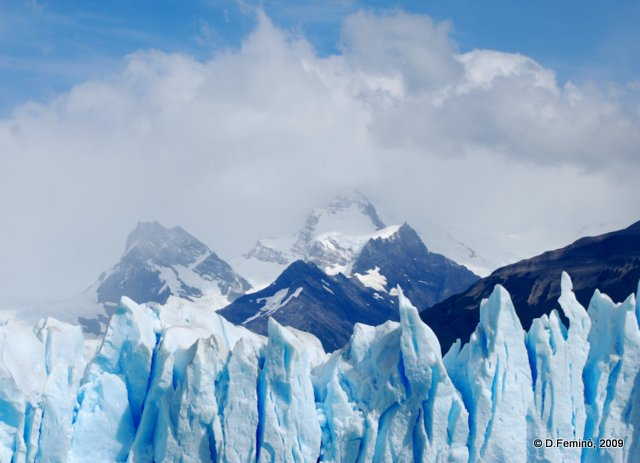Surrounded by ice (Perito Moreno, Argentina, 2009)