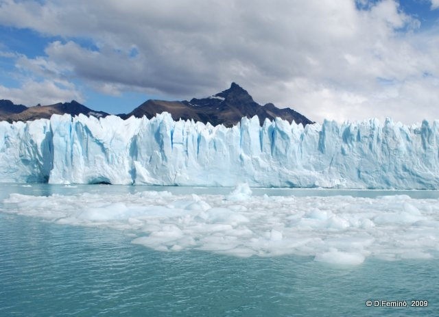 Ice and mountains (Perito Moreno, Argentina, 2009)