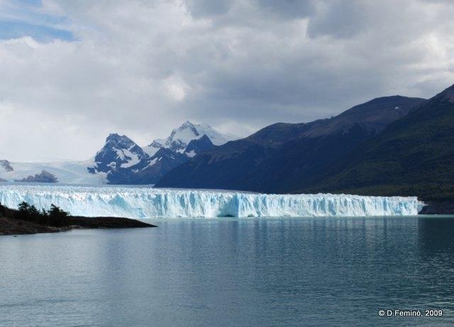 Ice slides into Lake Argentino (Perito Moreno, Argentina, 2009)