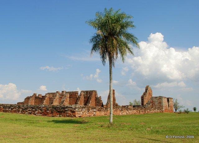 Basilica's ruins (La Santísima Trinidad de Paraná, Paraguay, 2009)