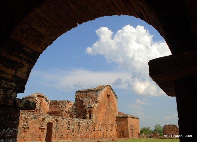 Under the vault (La Santísima Trinidad de Paraná, Paraguay, 2009)