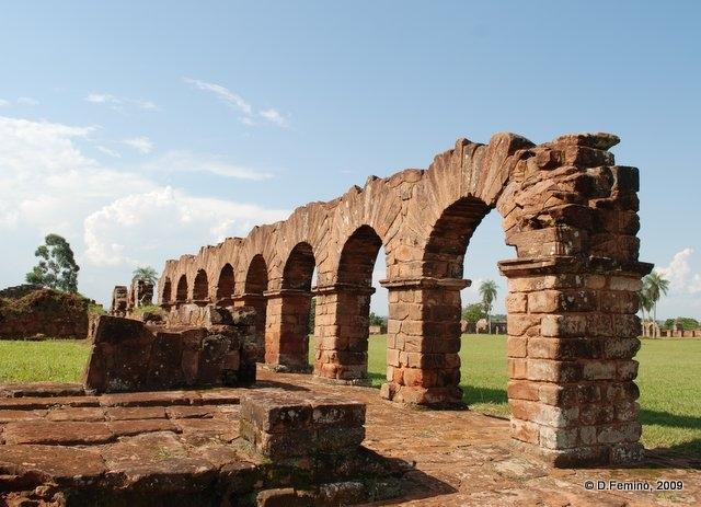 Arches (La Santísima Trinidad de Paraná, Paraguay, 2009)