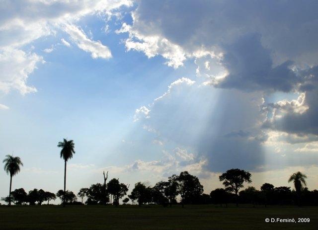 Sun and clouds (Jesús de Tavarangue, Paraguay, 2009)