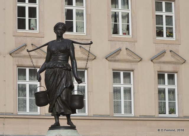 Water lady statue (Leipzig. Germany, 2016)