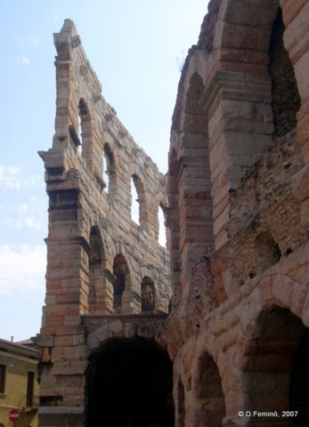 Walls and arches (Verona, Italy, 2007)