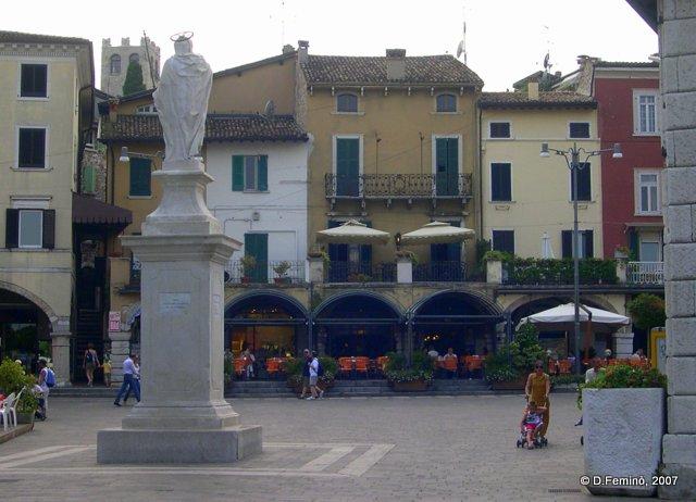 Malvezzi square (Desenzano del Garda, Italy, 2007)