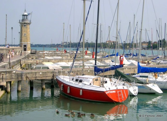 Boats and lighthouse (Desenzano del Garda, Italy, 2007)