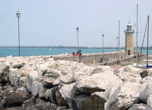 Dock and lighthouse (Desenzano del Garda, Italy, 2007)