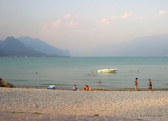 Beach by the lake (Manerba, Italy, 2007)