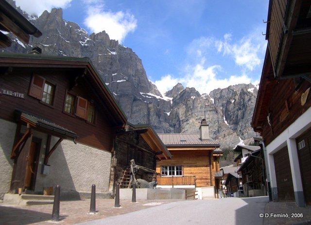 Mounts over the village (Leukerbad, Switzerland, 2006)