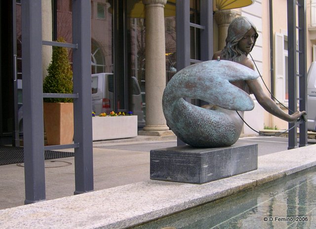 Modern statue (Leukerbad, Switzerland, 2006)