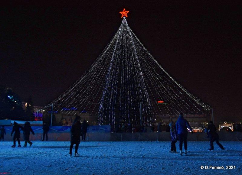 Skating at night (Ulan-Ude, Russia, 2021)