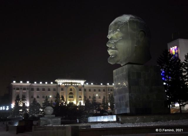 Lenin at night (Ulan-Ude, Russia, 2021)