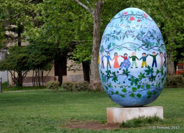 Easter egg in the park (Mostar, Bosnia, 2017)