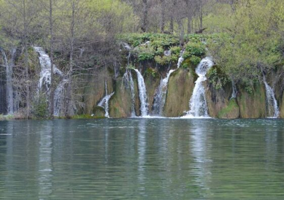 Small waterfalls (Plitvice, Croatia, 2017)