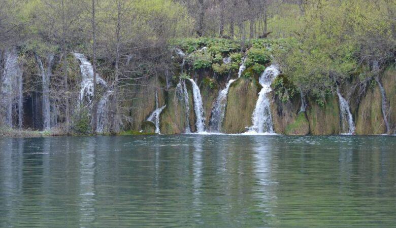 Small waterfalls (Plitvice, Croatia, 2017)