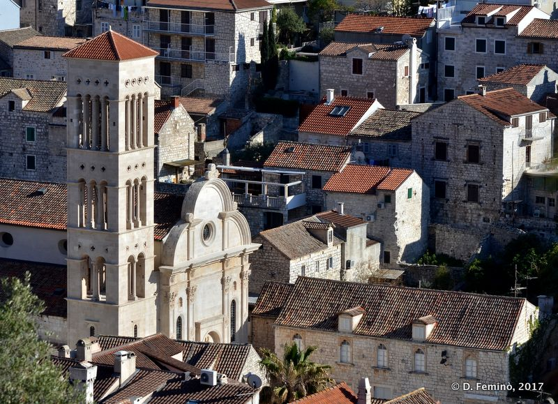 Church and houses (Hvar, Croatia, 2017)