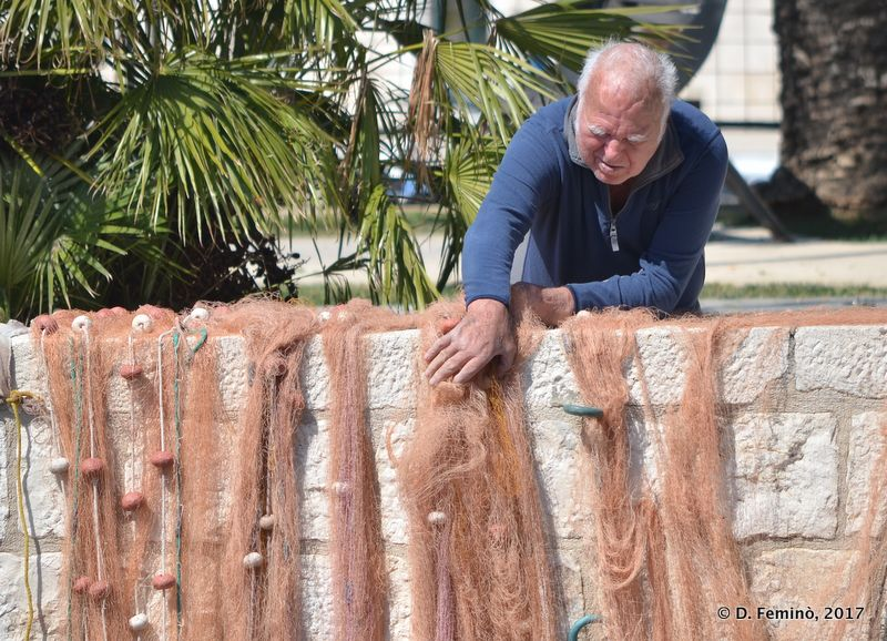 Taking care of fishing nets (Hvar, Croatia, 2017)