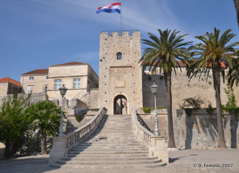 Gate to the old town (Korčula, Croatia, 2017)