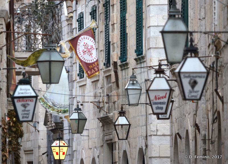 Lamps in city centre (Dubrovnik, Croatia, 2017)