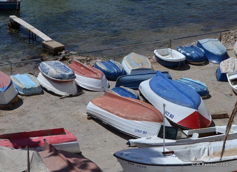Boat waiting (Dubrovnik, Croatia, 2017)