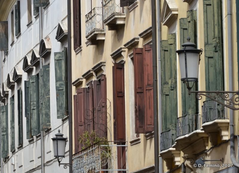 Colourful wooden windows (Padua, Italy, 2017)