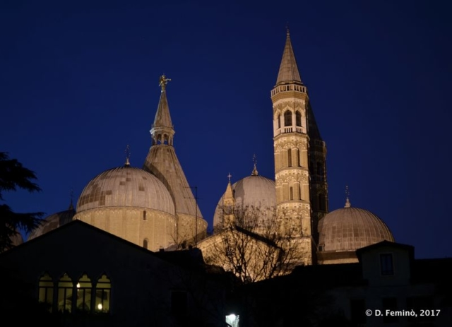 Basilica of St Anthony at night (Padua, Italy, 2017)