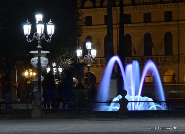 Illuminated water at night (Padua, Italy, 2017)