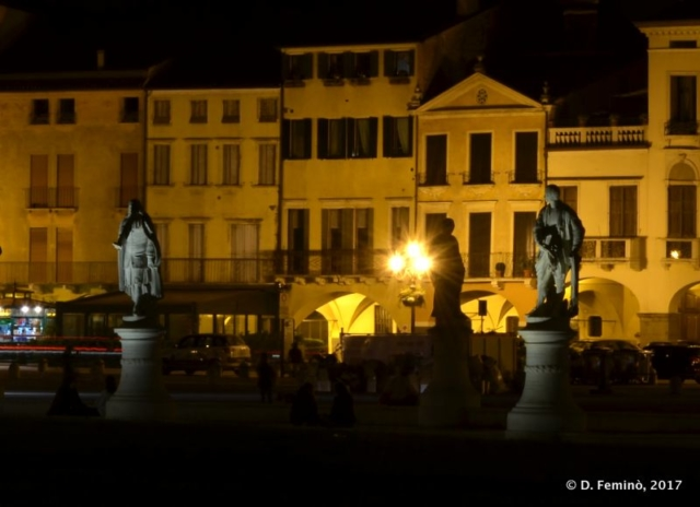 Statues in Prato della valle at night (Padua, Italy, 2017)